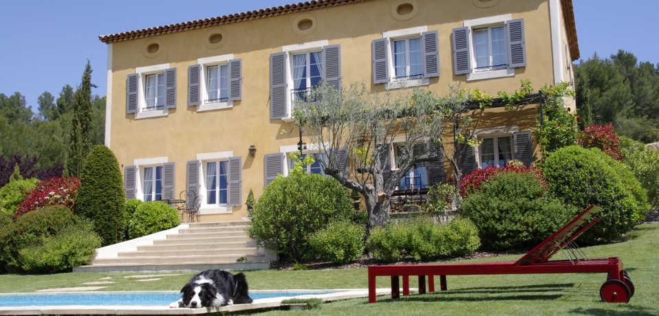 Bastide tara chambres d 39 h tes en provence avec piscine entre aix en provence et marseille - Chambre d hote en provence avec piscine ...